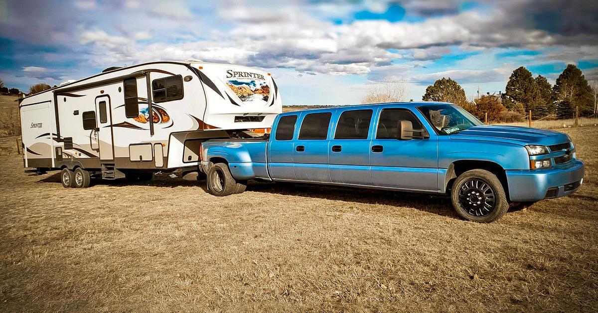 Посмотрите на семидверный лимузин на базе Chevrolet Silverado — Motor