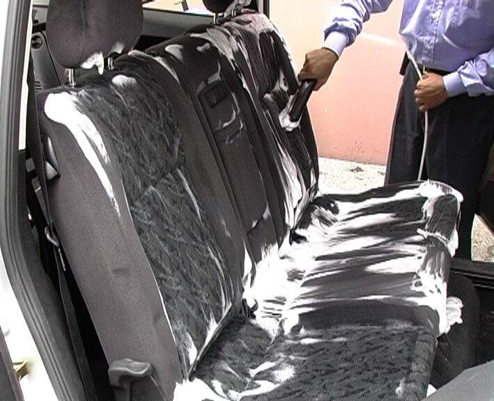 Ремонт авто. Как мыть автомобильную обивку?